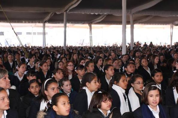 Los alumnos de los colegios recibieron la exhortación de contribuir, mediante su formación, a la construcción de un país de excelencia.