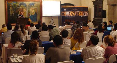 Un momento del taller para matrimonios dirigido por el P. Ramón Lucas, L.C.