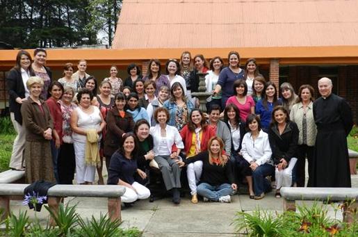 Grupo de señoras del Regnum Christi que participó en el triduo, acompañadas por el P. Ignacio Villaseñor, L.C.