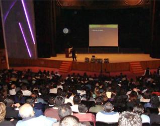800 personas se dieron cita para escuchar la conferencia del P. Alejandro Ortega, L.C. en Xalapa, Veracruz.