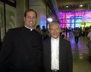 El P. Isidro Ramírez, L.C., en compañía de su tío, Mons. Diego Padrón Sánchez, arzobispo de Cumaná, Venezuela.