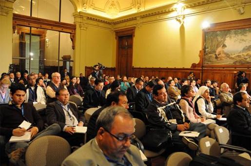 En la imagen, al centro, se encuentran el H. Jorge Enrique Mújica, L.C. y el P. Dennis Doren, L.C.