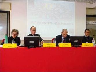 Expositores de la mesa redonda del 19º encuentro del �Grupo de Neurobioética�: (de izq. a der.) Dra. Lucilla Bossi, H. Alberto Carrara, L.C., Prof. Massimo Gandolfini y Dr. Riccardo Carrara.