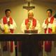 En la capilla del arzobispado, concelebran con el Card. Nicholas Cheong-Jin-Suk los PP. Mathías y Alexander Kim, LL.CC.