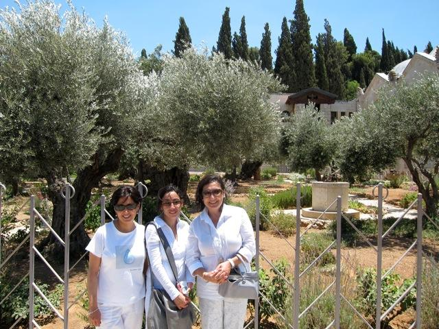 three women garden of olives