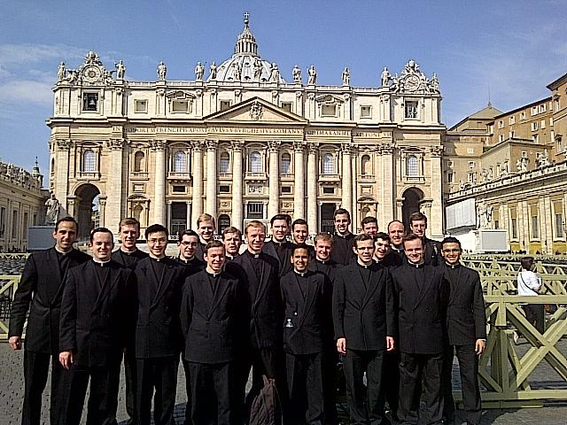 Group of 21 LC seminarians