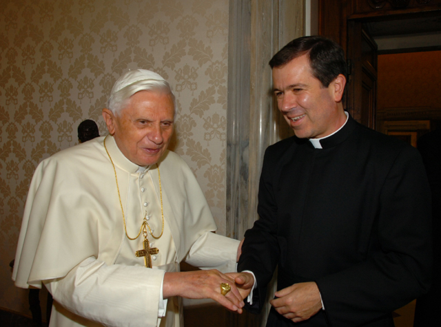 Pope Benedict XVI receives Fr Alvaro Corcuera, LC, in private audience on June 16, 2006 (© L'Osservatore Romano).