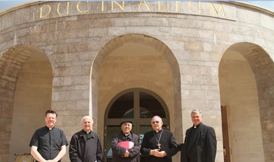 In front of the Duc in Altum Chapel are (left to right) Fr. Eamon Kelly, LC, with Bishop William Shomali, Bishop Maroun Lahham, Bishop Giacinto-BoulosMarcuzzo and Fr. Juan María Solana, LC.