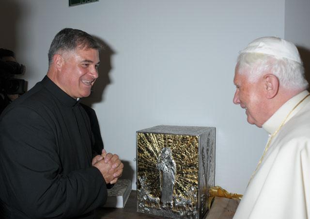 Regalo del Papa a Notre Dame
