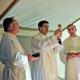 P. Adilson Marques LC celebra, in una tenda insieme ad altri due sacerdoti della Legione di Cristo, la S. Messa di Pasqua