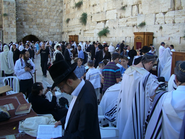 wailing wall men side