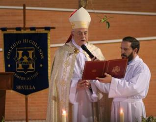 El Card. Carlos Amigo bendijo para esta ocasión un nuevo edificio del colegio Highlands Sevilla