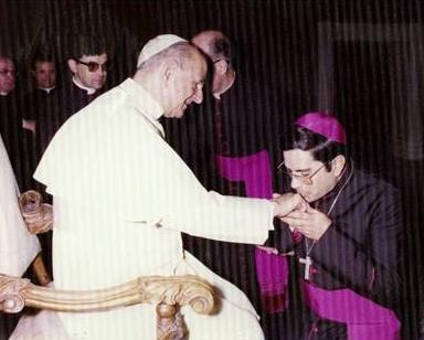 Año 1975: Mons. Jorge Bernal, LC en audiencia con el Papa Pablo VI