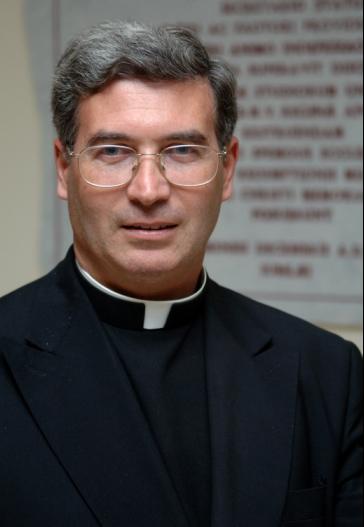 Foto P  Pedro Barrajon Rettore Regina Apostolorum