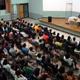 El P. Ángel Espinosa de los Monteros impartiendo una conferencia sobre el matrimonio, en Costa Rica.