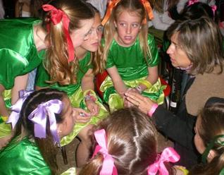 Chicas del festival �Canta y Baila� en Argentina, buscaron a través de la música y la coreografía transmitir valores.