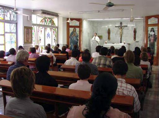 El P. Alejandro García, L.C., celebró la misa para los asistentes a la convención.