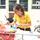 Alumna del Cumbres de Santiago compartiendo unos minutos de amor y generosidad.