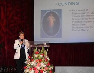 Marie Romagnano explica cómo se fundó su ministerio de profesionales que trabajan en el cuidado de salud incorporando el mensaje de la Divina Misericordia.