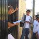 Miembros del Club Faro Campestre, de León, durante las misiones de evangelización visitando casa por casa.
