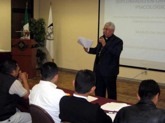 Mons. Marcelino Hernández, obispo de Orizaba y vocal de la Comisión Episcopal del Clero realizó la apertura del diplomado.