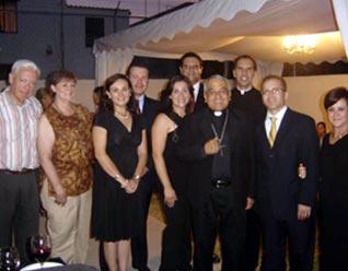 Mons. Jesús Martínez bendijo las instalaciones del centro de consultoría de Familia Unida en Irapuato.