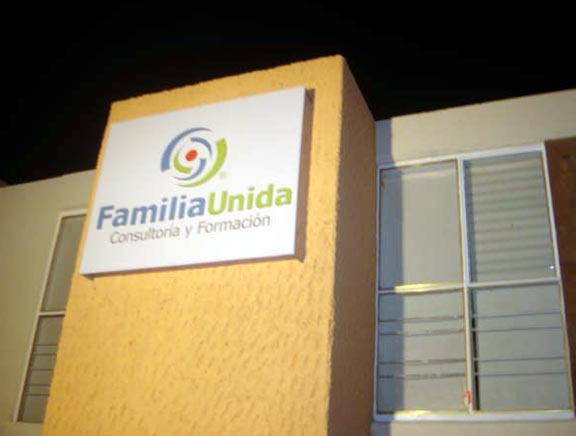Familia Unida busca atender a la persona, al matrimonio o a la familia desde diversas especidades.
