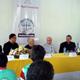 El Nuncio de Su Santidad en El Salvador, Mons. Luigi Pezzuto (en medio, de gris) quien ofreció la donación de equipo médico por parte de la Fundación Papal.