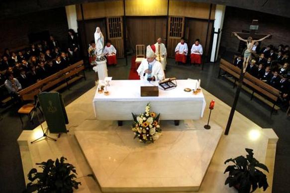 Misa celebrada por Mons. Paolo Schiavon, atrás se encuentra el P. Paolo Cerquitella, que concelebró con su Excelencia.