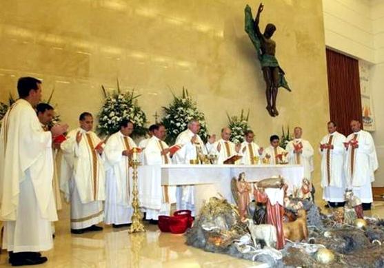 Misa presidida por Mons. Emilio Carlos Berlíe, Arzobispo de Yucatán, en el 25 aniversario de la llegada de la Legión de Cristo a Mérida.