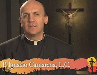 El P. Ignacio Camarena, L.C., dirige la reflexión para el Jueves Santo.
