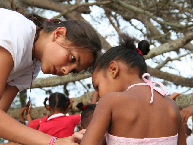 Servir a nuestros hermanos más necesitados, siguiendo el mandato de caridad predicado por Cristo.