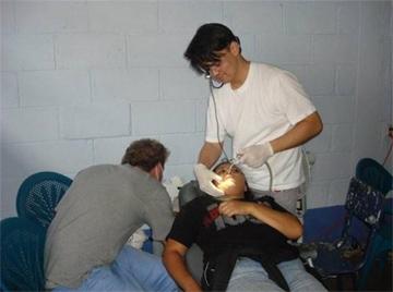 Médicos y voluntarios ofrecieron atención especializada a personas en especial necesidad.