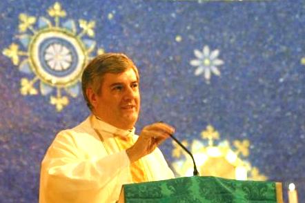 El P. Juan José Arrieta, L.C. dirige unas palabras a los fieles el día de su toma de posesión como párroco de la basílica de Nuestra Señora de Guadalupe, en la ciudad de Roma.