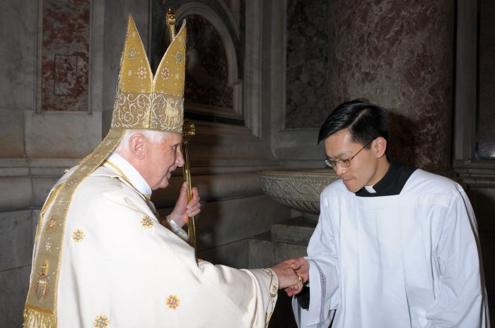 Fr. Thanh greets the Holy Father in St. Peter&acute;s Basilica after serving at the Easter Vigil in 2009.