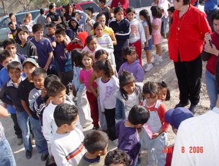 La necesidad de la gente es muy grande, muchos niños pedían cobijas en vez de juguetes, pero a todos se les entregó ambas cosas.