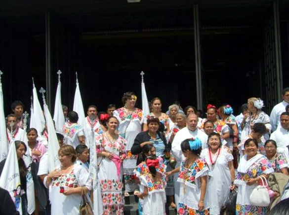 Muchos de los fieles de la Prelatura asistieron con sus trajes típicos de la región.