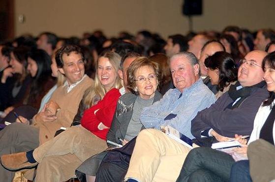 Con el humor que le caracteriza, el P. Ángel supo transmitir un mensaje a las familias exhortándolas a vivir en el amor.