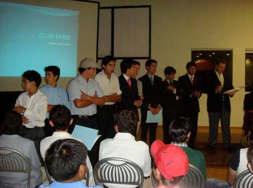 Miembros del Club Faro explican las actividades a realizar para este nuevo curso escolar.