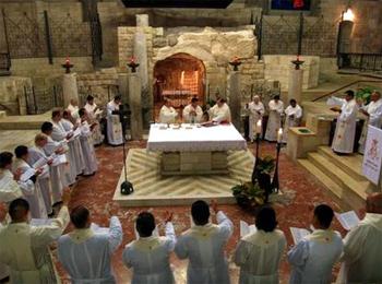 I sacerdoti hanno concelebrato la Santa Messa nella grotta dell'Annunciazione a Nazaret