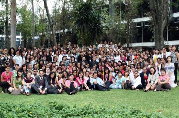 Alumnos, profesores, egresados y directivos participantes al seminario y procedentes de todo México.