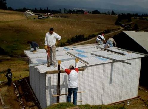 Sembrando Valores junto con Juventud y Familia Misionera y Covintec se lanzan al proyecto de construir casas dignas.